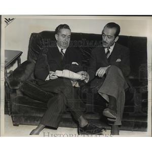 1939 Press Photo New York Pablo Suarez talks with Jose De Gregorio of Spain NYC