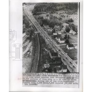 1955 Press Photo The long motor caravan of an evacuating city in a CD test