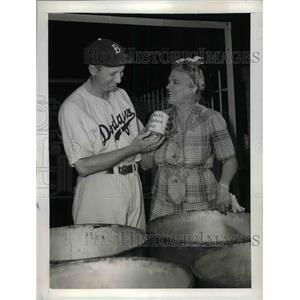 1943 Press Photo Dodgers' Dixie Walker and City Councilwoman Mrs. Rita Casey