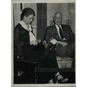 1936 Press Photo Socialist leader Norman Thomas & wife at their home - nep02090