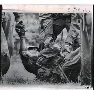 1966 Press Photo 1st Battalion 12th Regiment 1st Air Calvary Casualty, Vietnam