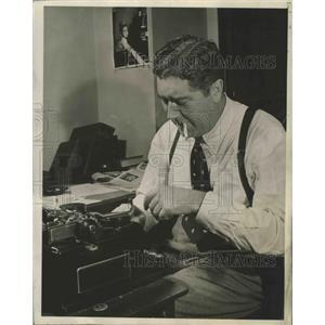 1940 Press Photo Quentin Reynolds noted war correspondent & author - lfx04383