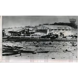 1965 Press Photo Bien Hoa Air Base, Vietnam after Accidental Bombings