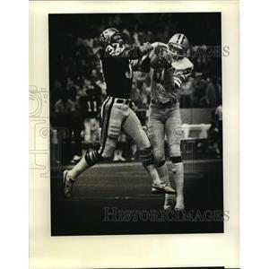 1979 Press Photo New Orleans Saints-Saints #32 and Detroit's #87 battle for ball