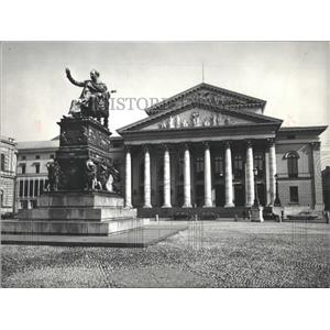 Press Photo Max Joseph Statue National theater Germany