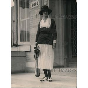 1920 Press Photo Esther McVann on way to golf in Washington DC - net30117