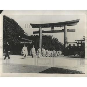 1932 Press Photo Shinto Priests At Meiji Shrine