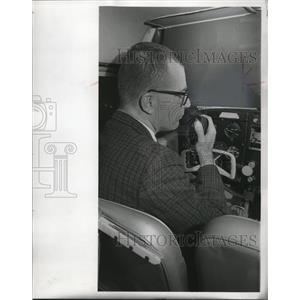 1967 Press Photo Art Zander a Traffic Watcher in Action - mja48771
