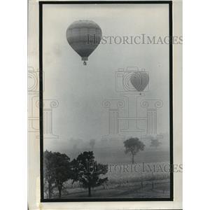 1974 Press Photo Hot air balloons in the Lake Geneva Balloon Rally - mja59936