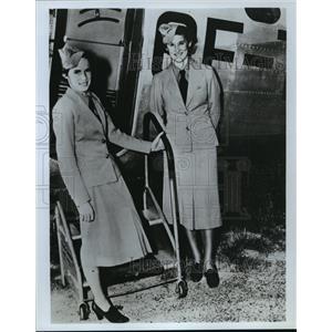 1977 Press Photo Lucile Garner and (left) Pat Eccleston, stewardesses