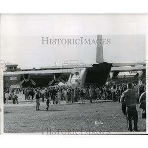 1965 Press Photo C-130 transport plan with crowd - mja61932