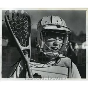 1977 Press Photo Margaret McCulla showed off the basic equipment of Lacrosse.