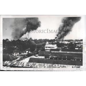 1955 Press Photo Saigon Burning Native Quarters Refugee