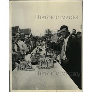 1931 Press Photo Jesse Lucas Cuts 50th Birthday Cake - neo03796