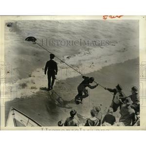 1941 Press Photo Coast Guarsmen & Soldiers haul 200 LB mine in Winthrop MA