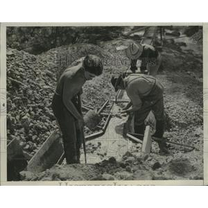 1933 Press Photo of Three Men Looking for Gold in a creek in Sonorn, California