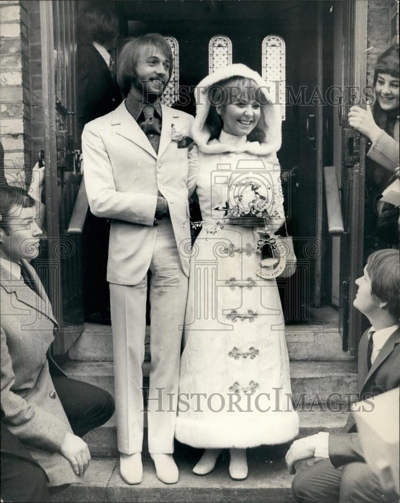 1969 Press Photo Pop Singer Lulu Weds Maurice Gibb Of The