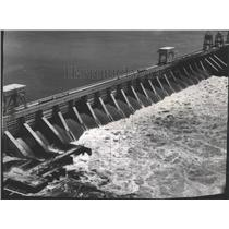 1953 Press Photo Spillways of McNary dam on the Columbia River - spa72586