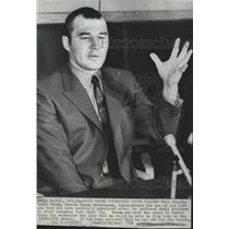1969 Press Photo Teddy Green, Boston Bruins hockey defenseman talks to the press