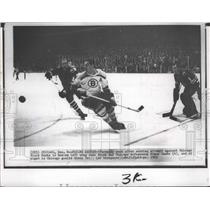 1963 Press Photo Blackhawks and Bruins players in National Hockey League action