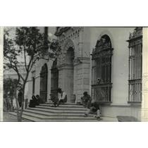 1936 Press Photo Outside the American Consulate in Seville, Spain - spx19134
