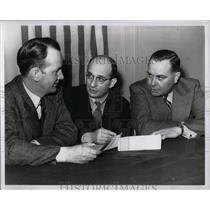 1943 Press Photo Leonard Harry Shulman Mack Ford Motor - RRW58021