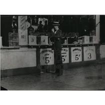 1925 Press Photo Hamburger Stand on Fourteenth Street, New York City - mja85585