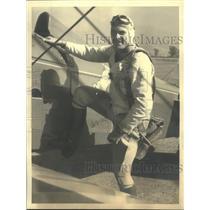 1933 Press Photo Kon Maynard, Cowboy Actor take off from United Airport.