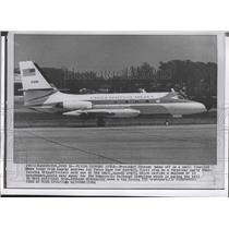 1964 Press Photo President Johnson on board a small four-jet plane to Detroit