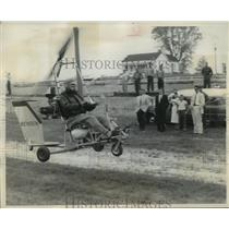 1957 Press Photo Igor Bensen flying his invention while spectators watch