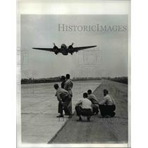 1942 Press Photo Lt Henry Correa takes off for delivery of Hudson Bomber