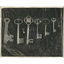 1928 Press Photo Aviator Charles Lindbergh's Collection of Keys - mjb09125