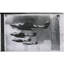 1951 Press Photo British jet-propelled Meteor fighter planes, fly in formation.
