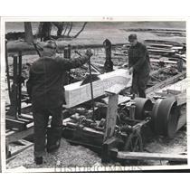1957 Press Photo John And Leslie Schwartz cut board from squared log - mjb09018