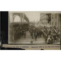 1909 Press Photo Brooklyn Parade Greeting Dr Cook - RRW78131