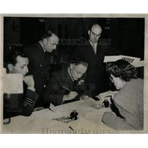1944 Press Photo Three Greek Airmen Cairo Egypt arrived - RRY53179