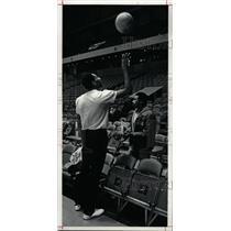 1983 Press Photo Alex English NBA Basketball Player - RRW73669