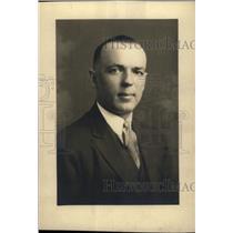 1935 Press Photo Edwin Giraffe Fencing Coach Lawrence - RRW71427