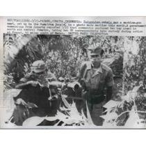 1958 Press Photo Indonesian Rebels Man Machine Gun in Sumatra Vietnam War