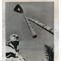 1964 Press Photo Faye Stewart Watches Helium Balloon Lift Logs Reedsport, Oregon