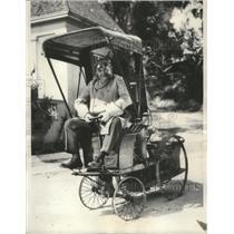 1932 Press Photo Barney Oldfield sitting in a car in Los Angeles - mjx33964
