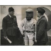 1936 Press Photo F.R.D. Swain Wearing Oxygen Suit for Altitude Record
