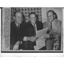 1964 Press Photo Dallas Cowboys Quarterback Jerry Rhome Overlooking Contract