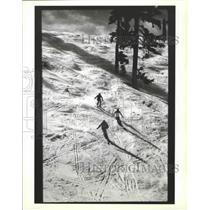 1987 Press Photo Skiers going down mountain slope at White Pass - sps15556