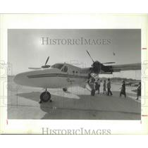 1985 Press Photo Boarding a plane, Airlines, Houston, Texas - hca02441