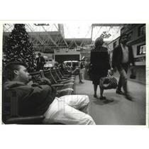 1993 Press Photo Brian Hickey of Milwaukee Naps at Mitchell Airport - mjb41045