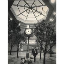 1990 Press Photo Mitchell Terminal Interior, Milwaukee, Wisconsin - mjb44110