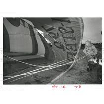 1984 Press Photo Elizabeth Cronin watches the balloon fill before ride, Houston