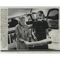 1967 Press Photo Pilot Kay Black with flight chart, co-pilot Constance Wolf