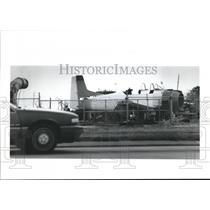 1990 Press Photo Thomas Bordelon's T-28 Trojan Plane at Pump Shop near Chalmette
